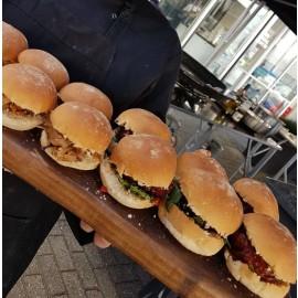 Bittergarnituur en hamburgers